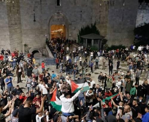 عقب نشینی اسرائیل دربرابر تجمع چند روزه فلسطینیان بیت المقدس
