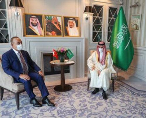 وزیر امور خارجه ترکیه با همتایان عربستانی و کویتی خود گفت وگو کرد