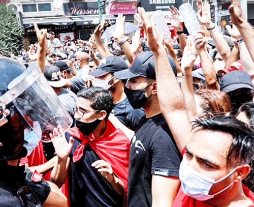 کودتای مرد قانون در تونس؛ آیا پای خارجی در میان است؟