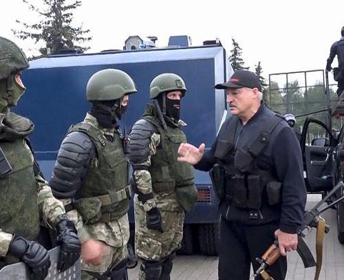 بلاروس دسترسی به چندین رسانه مستقل را محدود و برخی از روزنامه نگاران را بازداشت کرد