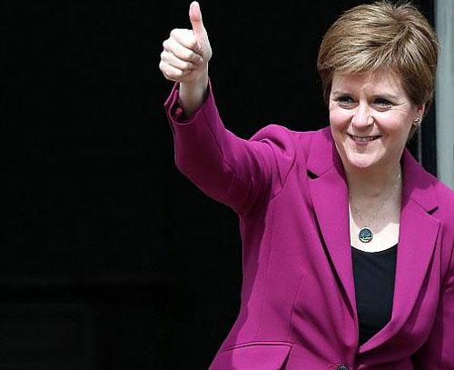 رهبر اسکاتلند برای برپایی همهپرسی استقلال از بریتانیا قول همکاری داد