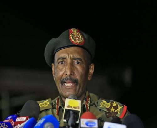 ژنرال عبدالفتاح البرهان دولت و شورای حکومتی سودان را منحل اعلام کرد