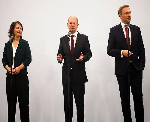 توافق اولیه برای ائتلاف «چراغ راهنمایی» در آلمان؛ برنامه دولت احتمالی شولتس چیست؟